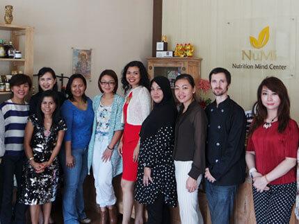 Foto bersama peserta, tim NuMi dan rekan sejawat