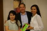 Penyerahan buku Quantum Slimming kepada Bapak Adi W. Gunawan dan Ibu Stephanie